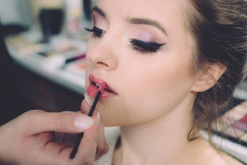 From One Race To The Other In Less Than A Minute: Makeup Can Do Wonders