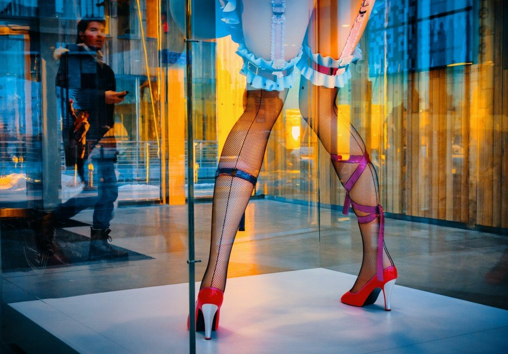 The History Of Fishnet Tights: How Did This Trend Begin?