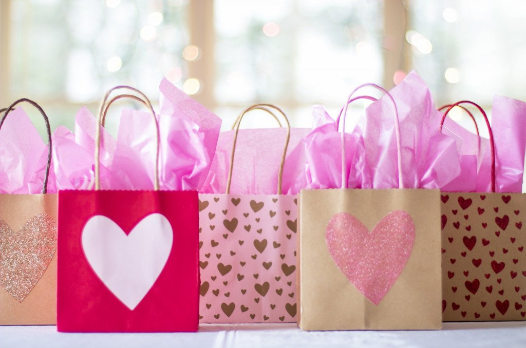 Your Wedding Welcome Bag Must Have These Items!