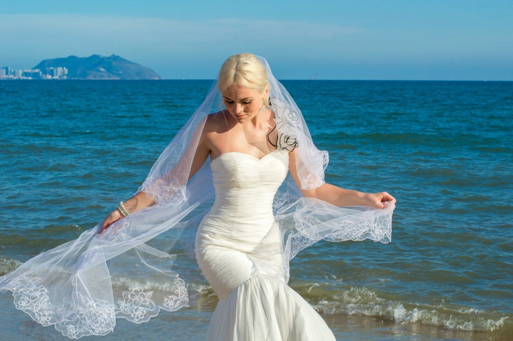7 Curious Bride Traditions Around The World!